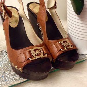 SALE 🥳MICHAEL MK sandals ❤️